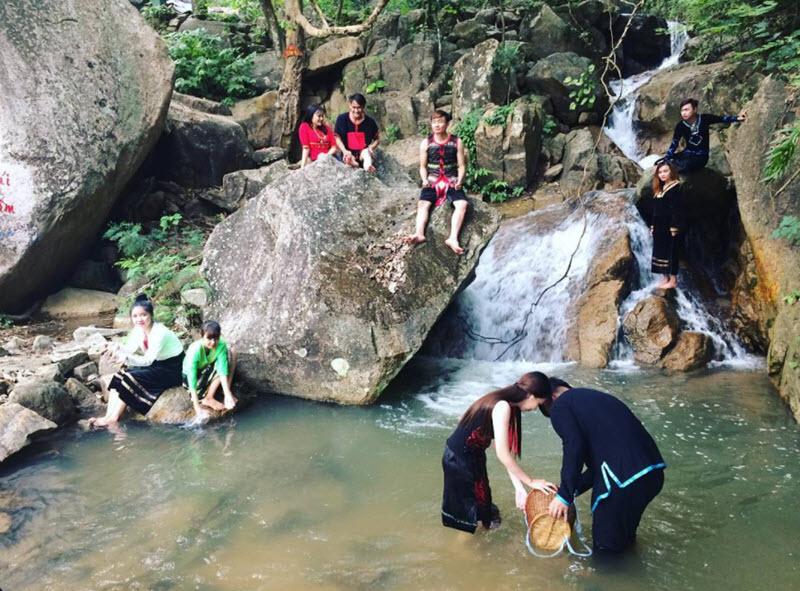 Suối Thanh Long núi Cấm