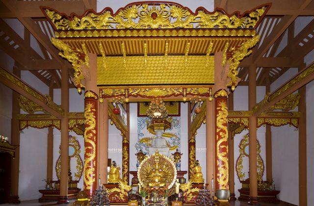 Chánh điện là nơi lớn nhất của chùa (Ảnh ST)
