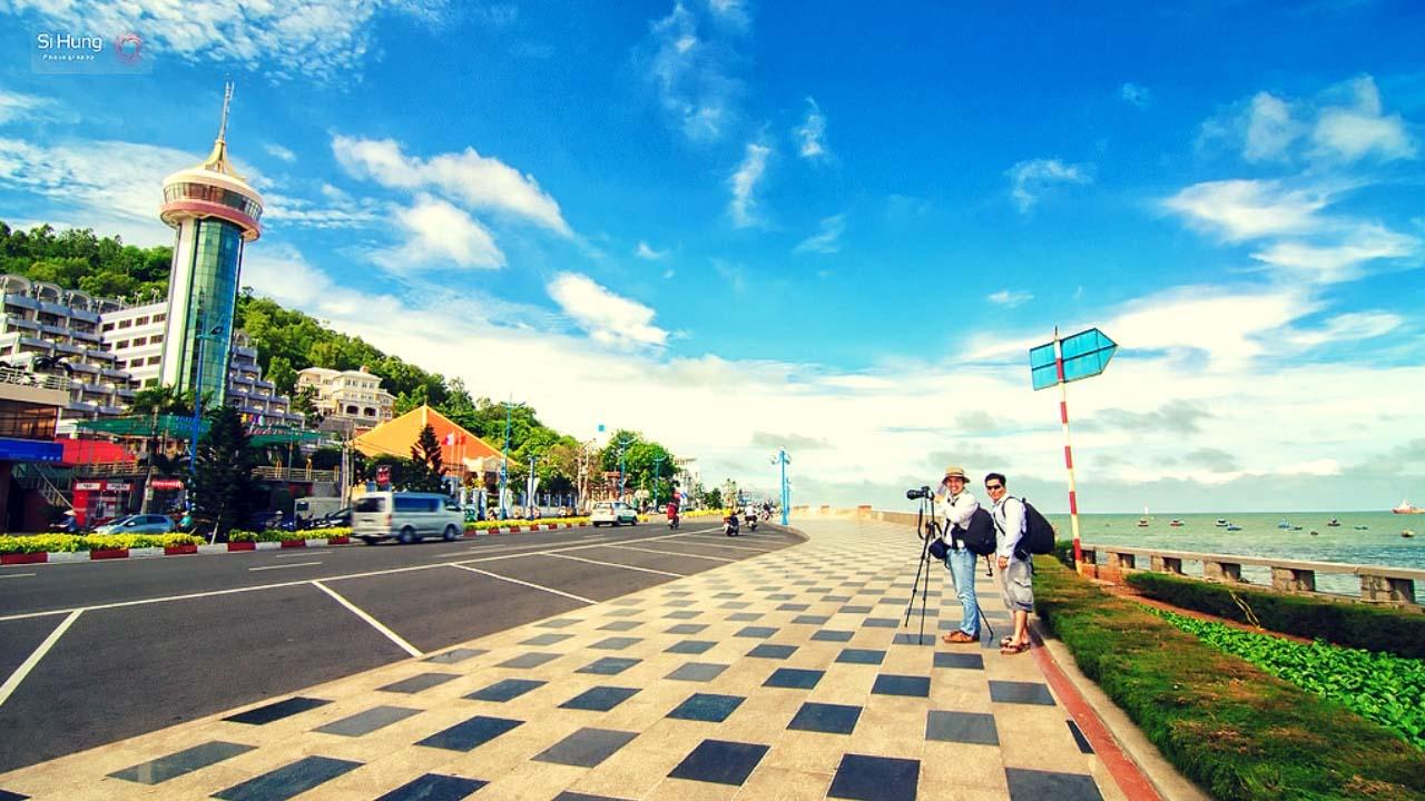 Lang thang trên đường Trần Phú khám phá thành phố biển