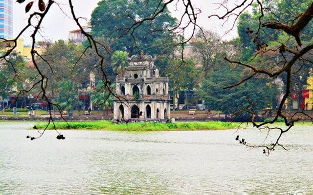 hồ gươm là địa điểm không thể bỏ qua khi du lịch ở Hà Nội