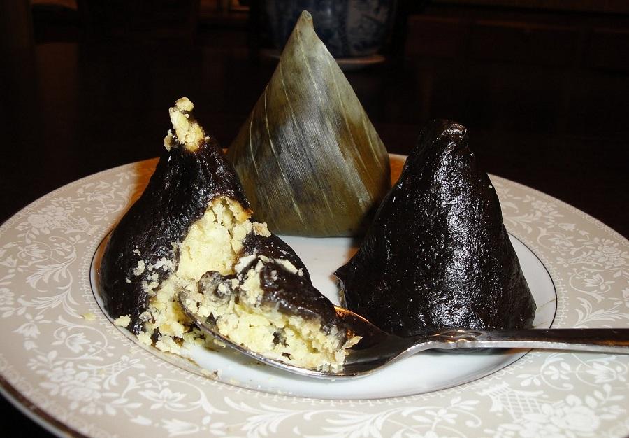 Bánh ít lá gai ở Cù Lao Chàm có hương vị rất đặc biệt