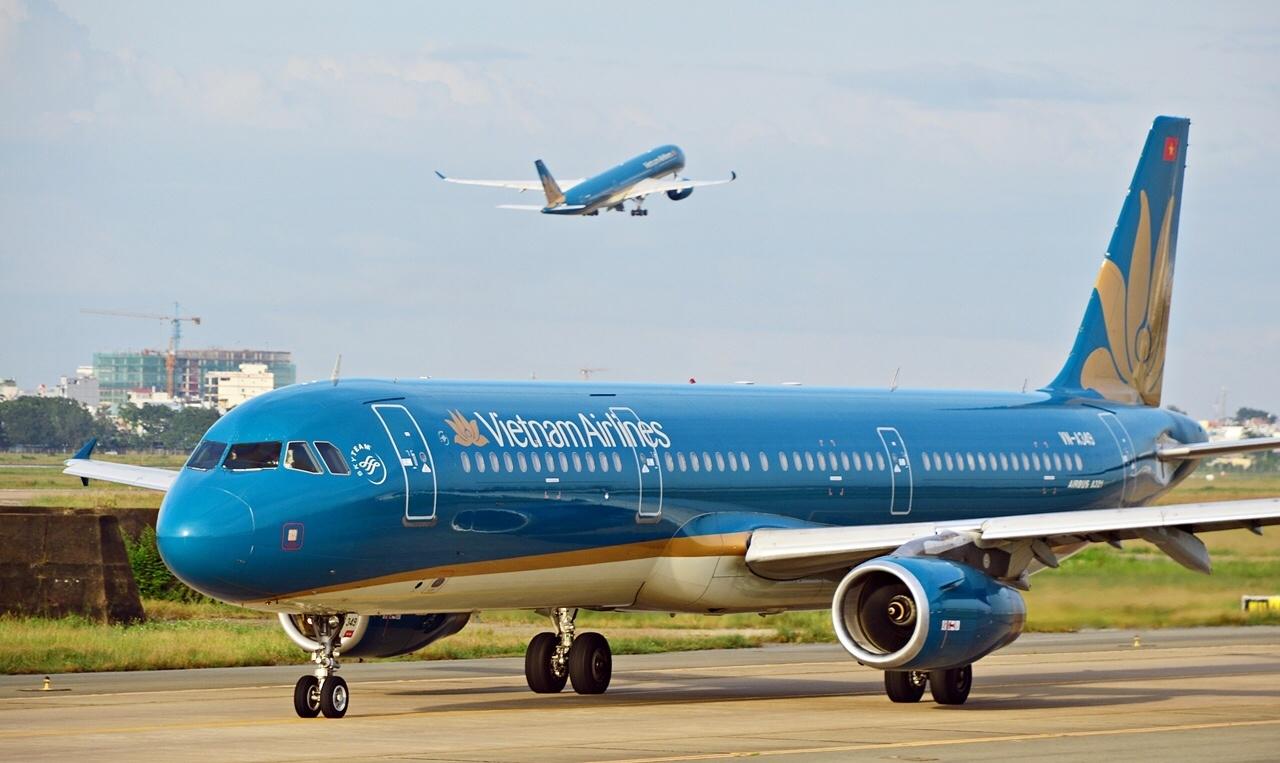 Lên máy bay Vietnam Airlines