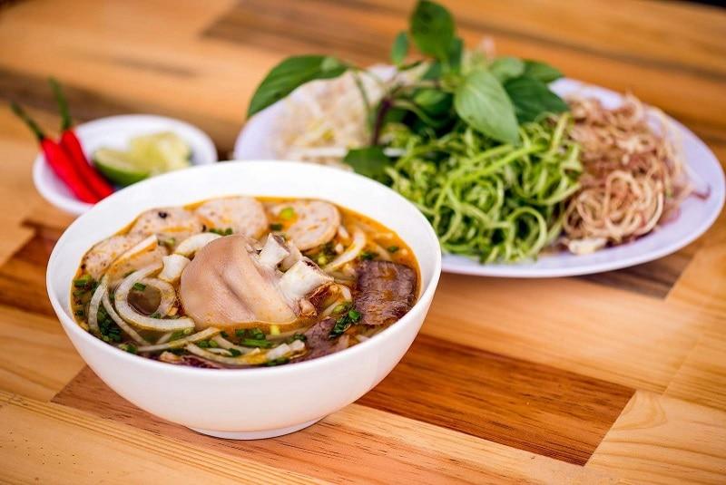 Kinh nghiệm ăn uống khi du lịch Huế