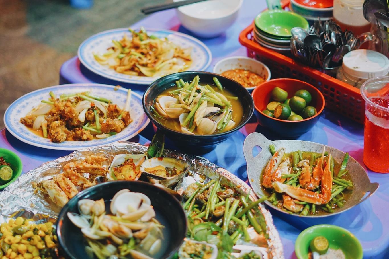 Thưởng thức món ăn dân dã