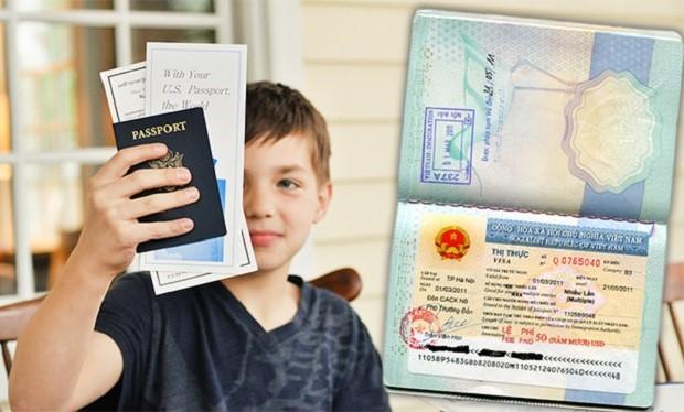 Hành khách người nước ngoài 14 tuổi trở lên cần phải có hộ chiếu, giấy thông hành và thị thực rời