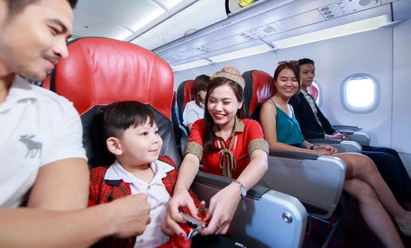 Trẻ em dưới 14 tuổi cần mang theo hộ chiếu riêng hoặc kèm hộ chiếu của cha mẹ