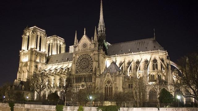 Nhà thờ Đức Bà là địa điểm tham quan rất nổi tiếng tại Pháp