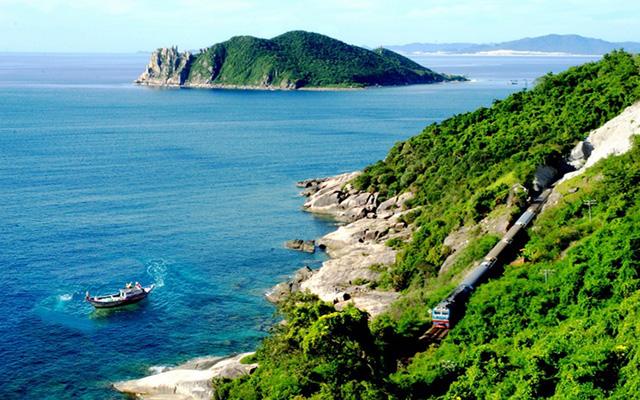 du lịch Phú Yên đẹp rực rỡ trong mùa nắng từ tháng 1 đến tháng 8 (Ảnh: sưu tầm)