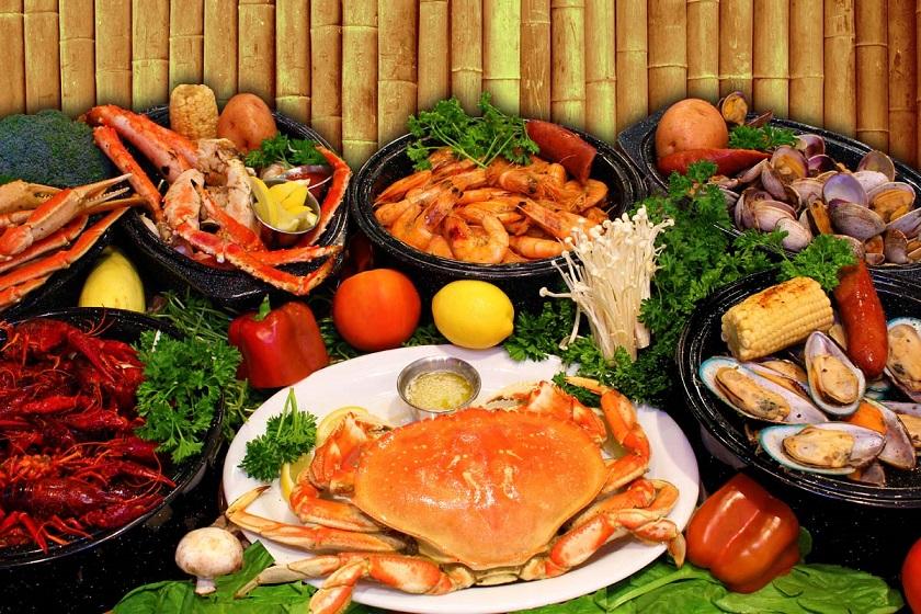 Có rất nhiều món ăn ngon, hấp dẫn đến Hạ Long bạn nên thưởng thức